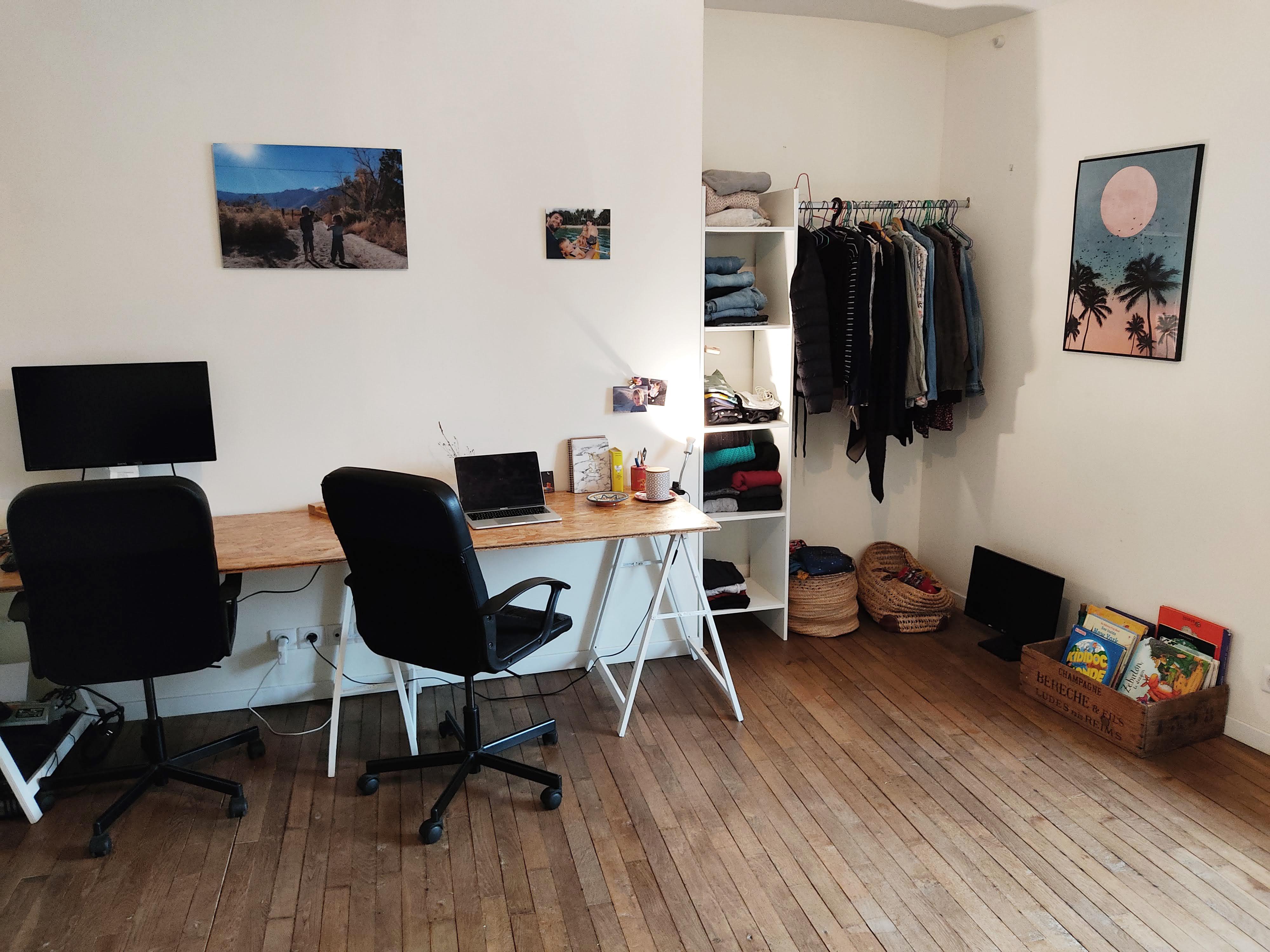 Dans notre nouvelle maison : un coin bureau dans la chambre