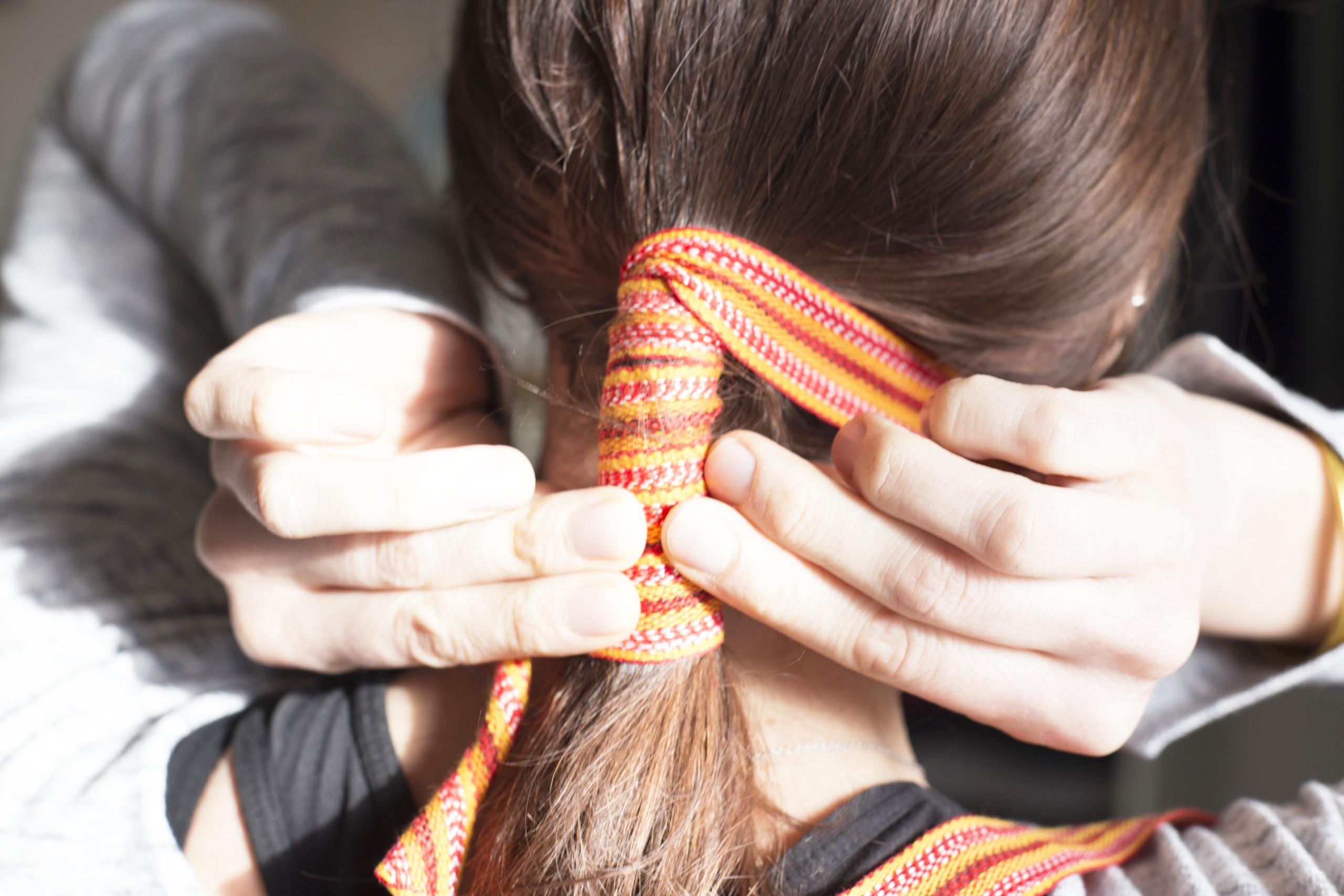 Lisser les cheveux sans chaleur avec le Kardoune