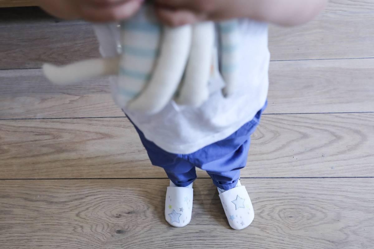 Bébé : chaussons ou chaussures ?