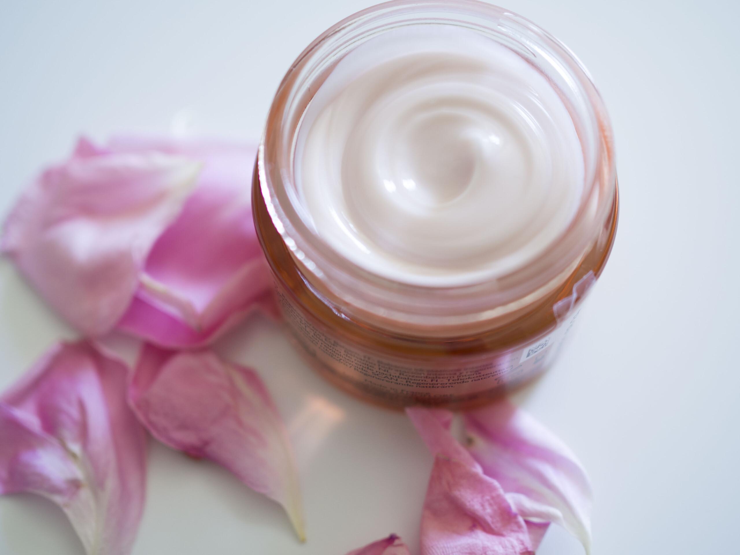 La lotion hydratante aqua Rosa et le baume Rosa fresca de Sanoflore
