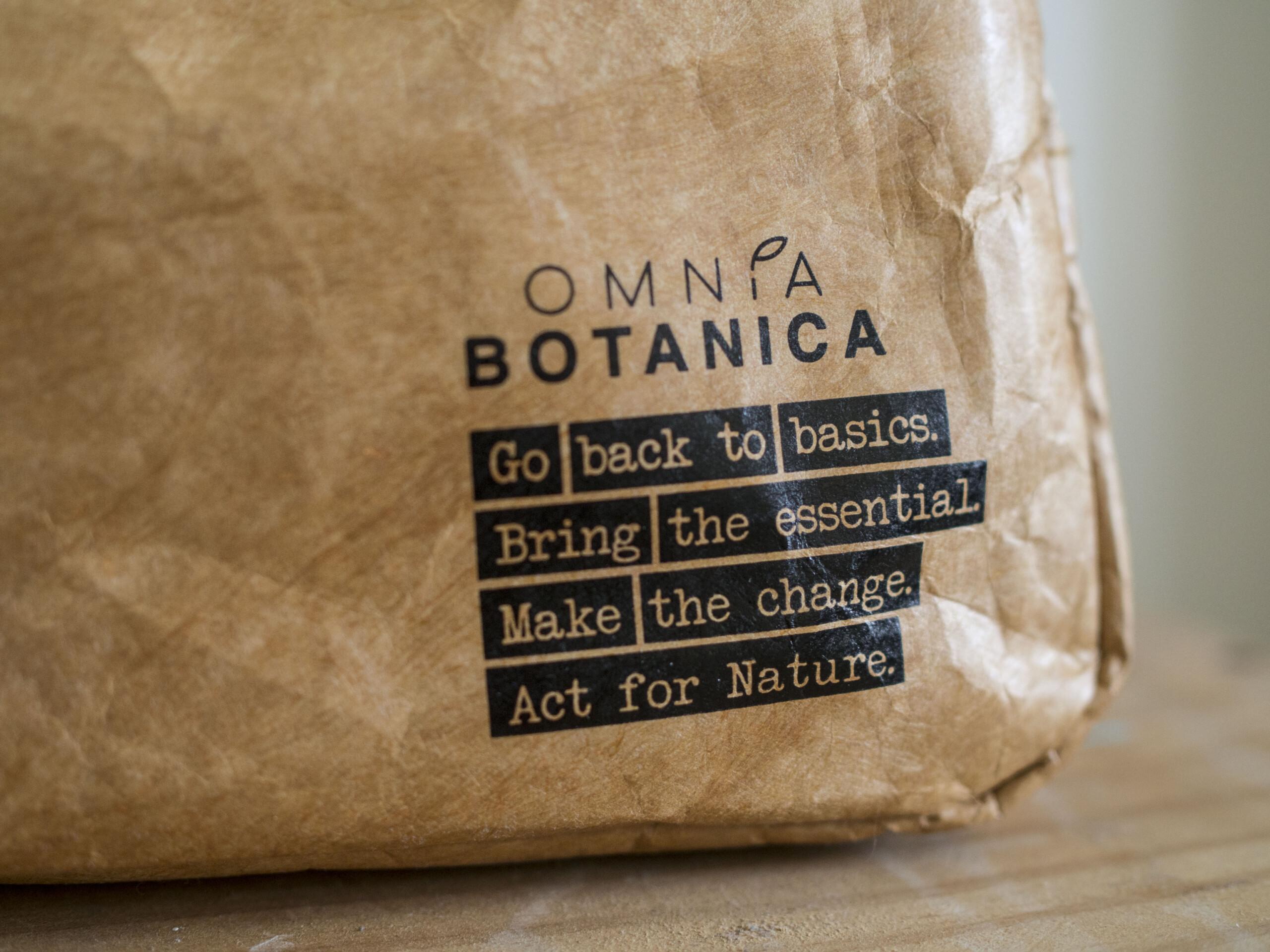 Omnia Botanica trousse de toilette voyage